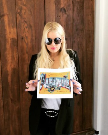 """Jessica Simpson on Instagram: """"Nashville I'm coming for you! Come see me at the Green Hills Dillard's from 12-3PM next Saturday, April 7th JSinNas..."""