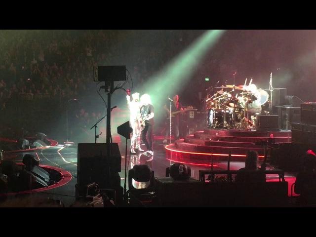 Queen Adam Lambert - We are the champions (partial) - Hartwall Arena - Finland