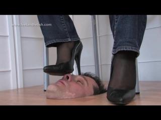 Порно русские девки лижут очко мужикам редких