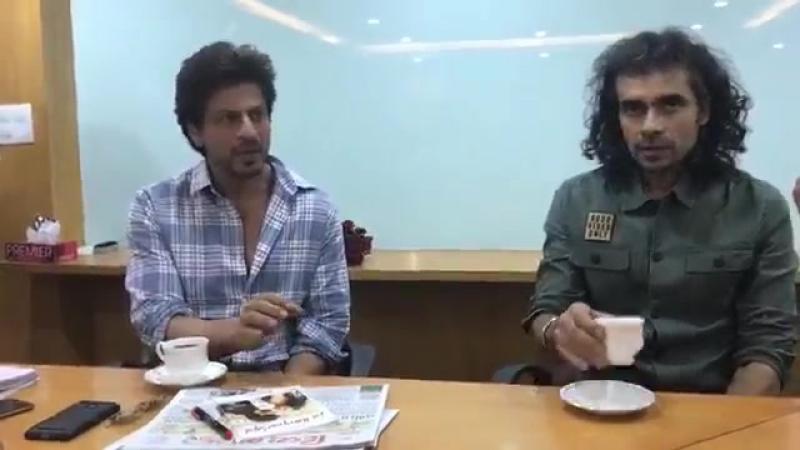 SRK on interview with Divya Bhaskar for Jab Harry Met Sejal Promotion [Ahmedabad