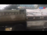 Грузовик без тормозов разгромил улицу и едва не сбил пешеходов в Геленджике - Ро