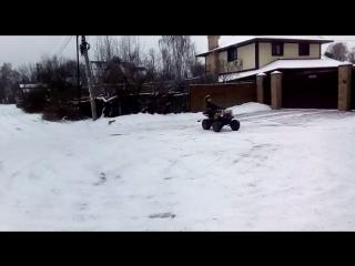 Дрифт на квадроцикле зимой