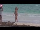 Рози Хантингтон-Уайтли на съемках новой купальной коллекции «Rosie for Autograph» на Багамских островах (9 января 2018)