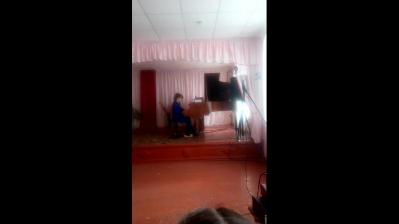 Настя играет с учителем своим