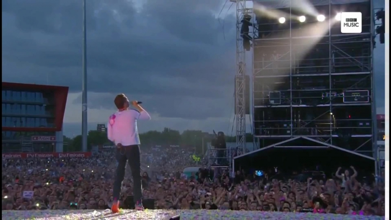 Concert Coldplay - Something Just Like This live in Manchester, Lyon, Leipzig, Hannover, Warsaw (Europe)