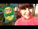 Шалунья крадет чипсы и учит цвета с песней Johny Johny Yes Papa