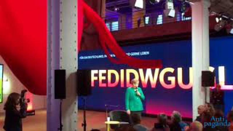 """Lehrer legt sich mit Merkel an """"Keine Kanzlerin des deutschen Volkes"""" - Protest vor Bundestagswahl"""