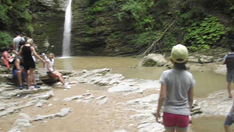 водопад Девичья коса ,Алиса с родителями в Адыгее
