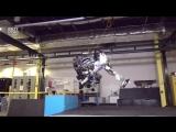 Робот Atlas научился делать сальто назад