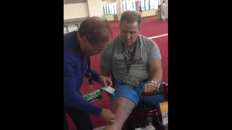 @francocolumbu applying olympiatape to my Rt Knee. Feeling blessed for the great support. Visit www.olympiatape.com