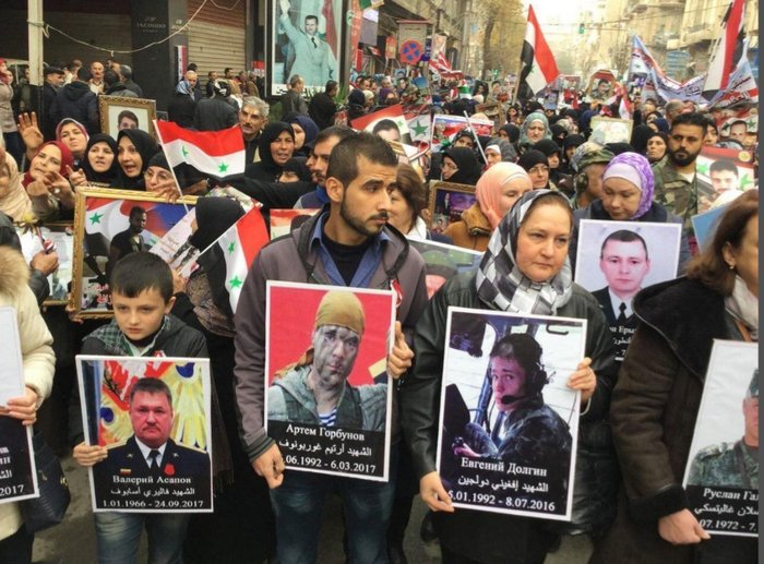On the holiday dedicated to the anniversary of the liberation of Aleppo, Syrian citizens came out with photos of the Russians killed in Syria too