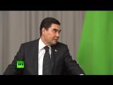 Президент Туркмении подарил Президенту России Владимиру Путину щенка алабая.