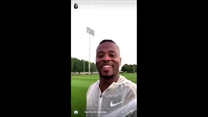 Patrice Evra, Instagram hesabından Galatasaray taraftarına teşekkür etti!