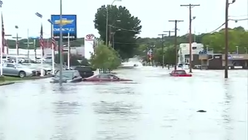 Widespread flooding this morning in the Kansas City area. Raw video shows cars under water, flood rescues:
