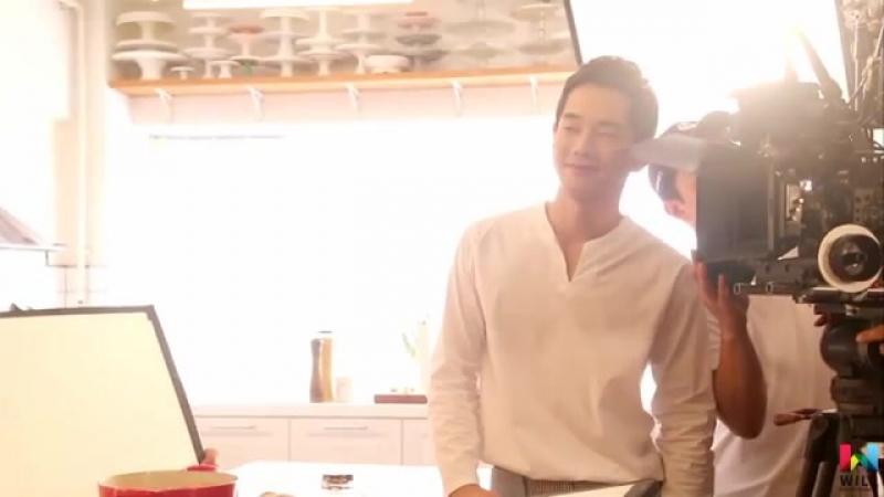 Он Чжу Ван за кадром съёмок «Мужчина, что накрывает на стол/Man Who Sets the Table»