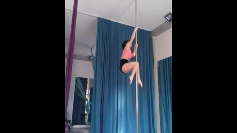 Тренировка Яны Мухачевой, тренера Gravity по направлению Pole Exotic