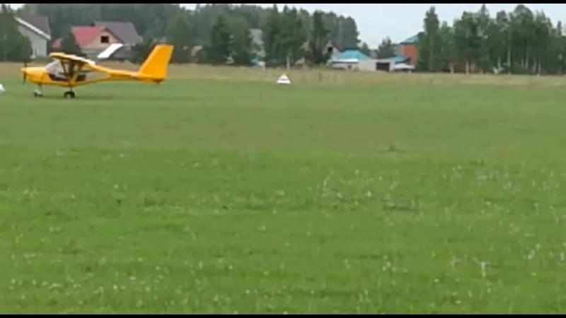 Кадеты 10 Б эскадрильи САКК на плановых полетах. Посадка.