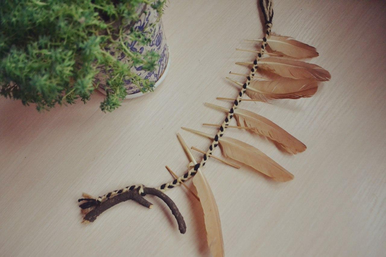 Талисманы и амулеты из перьев, дерева ( веточек, камней и т.д.). Ведьмина лестница. Магнит удачи. ZcCN5bnBXzc