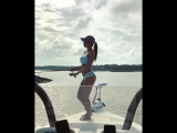 Вот это рыбалка! девушка, рыбачка, на рыбалке, прикол, танцует