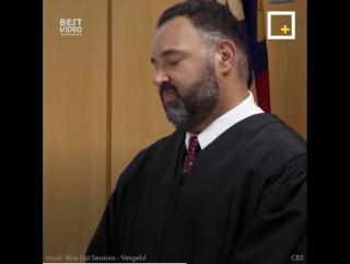 Судье пришлось вынести приговор и он решил разделить его с заключённым