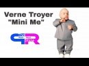 Verne Troyer Mini Me Austin Powers  candid with Peet and Reet