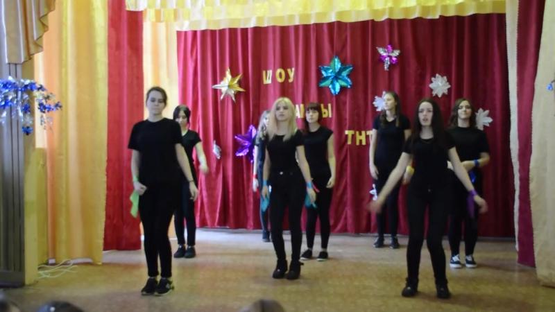 Танец в школе на новый год. 10 класс. флешмоб