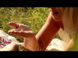 Красивая эротика на природе красивая блондинка