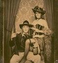 Эта пара сделала фото в стиле старого запада на первом свидании.
