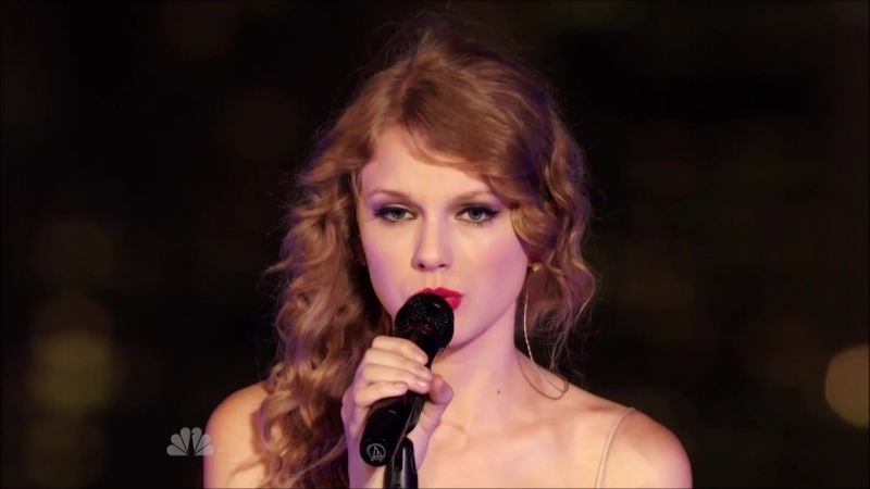 Taylor Swift - Enchanted (Live at Spin Magazine's Rooftop, New York, NBC Thanksgiving Special 2010)