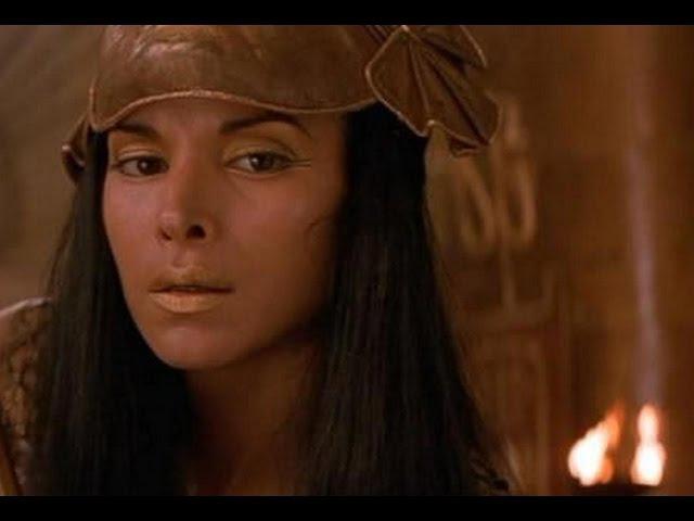 Нефертити сражается с Анк Су Намун Мумия возвращается
