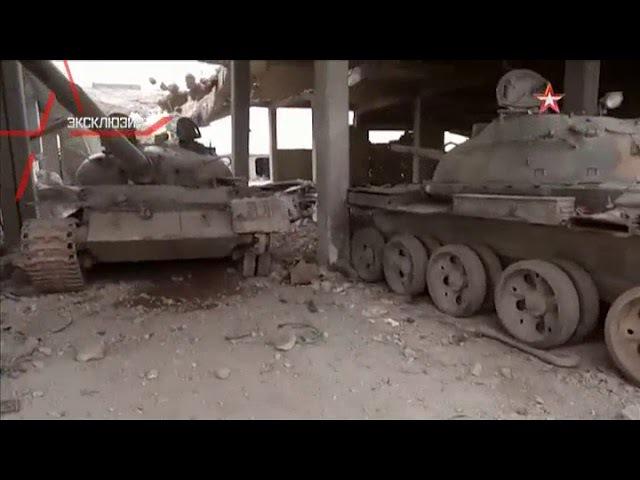 Бомба пробила крышу и уничтожила три танка: кадры последствий удара ВКС РФ в Аке ...