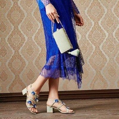 Алла Пугачева и Алена Ахмадуллина выпустили сказочную коллекцию обуви.