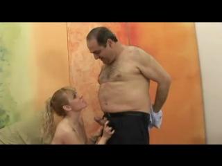 Жирный старый мужик снял проститутку