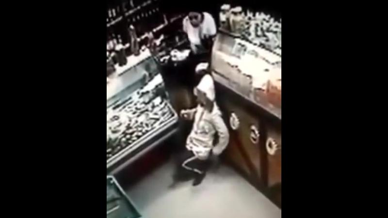 в Барнауле зарезал девушку за отказ дать денег 😢