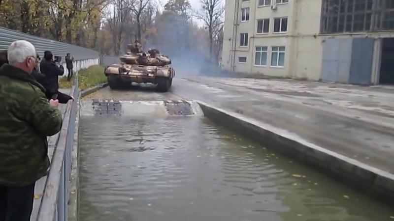 Демонстрація можливостей танку Т-64 БВ іноземним гостям декілька років тому під час відвідин ними ХБТРЗ