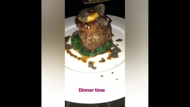 Dinner time in Cavalli Club Dubai! 🍲🍴🌟 Via Eleni's IGS 👻