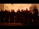 В хоре профессиональные музыканты и педагоги канторы врачи священники медсестры