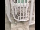 Смотрите как плавно работает маятник в кроватке из массива березы 😊 Любого малыша будет легко укачать в ней 👶🏻 Маятник универса