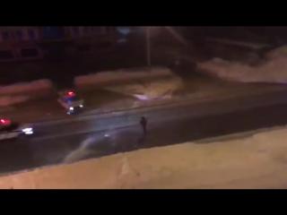 В Южно-Сахалинске полицейские попытались снежками остановить угонщика