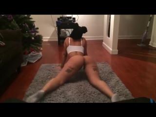 Девушка танцует раздевается эротика ЖОПА не порно секс малолетка домашнее частное видео стриптиз женский