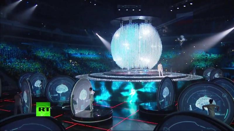 Церемония открытия XIX Всемирного фестиваля молодежи и студентов в Сочи. Анна Кудрявцева, Юлия Паршута и Олег Кондраков.