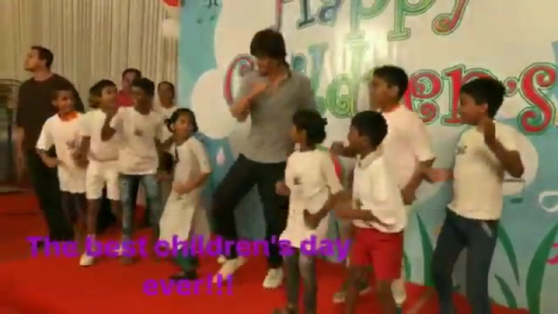 Shah Rukh Khan at Childrens Day with a NGO in Mumbai 2