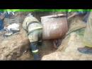 Мужчину засыпало в траншее песком и щебнем на помощь пришли спасатели