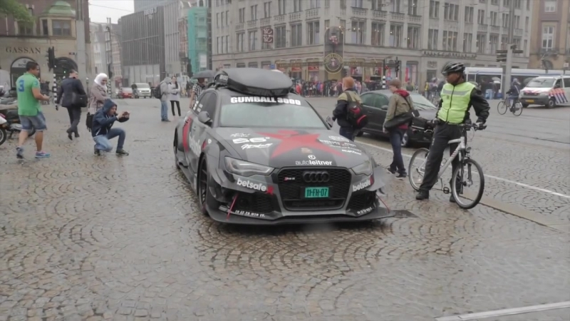 1000HP Audi RS6 DTM ex Jon Olsson activates scooter alarms in Amsterdam by Autovisie TV
