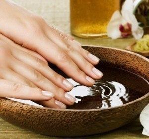 Для укрепления ногтей, очень полезна йодная ванночка