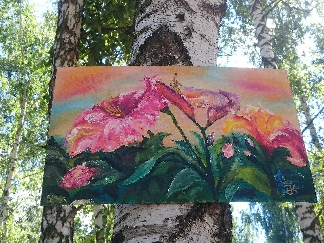 Пользователи соцсетей обсуждают поступок неизвестного художника, развешивающего свои картины на юго-западе Воронежа