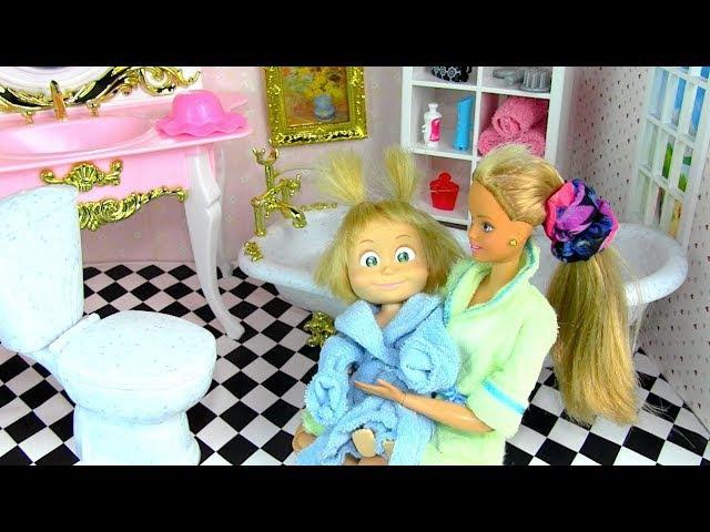 Банный день Мама Барби, Маша и медведь Купаются Пена Мультик Барби Куклы