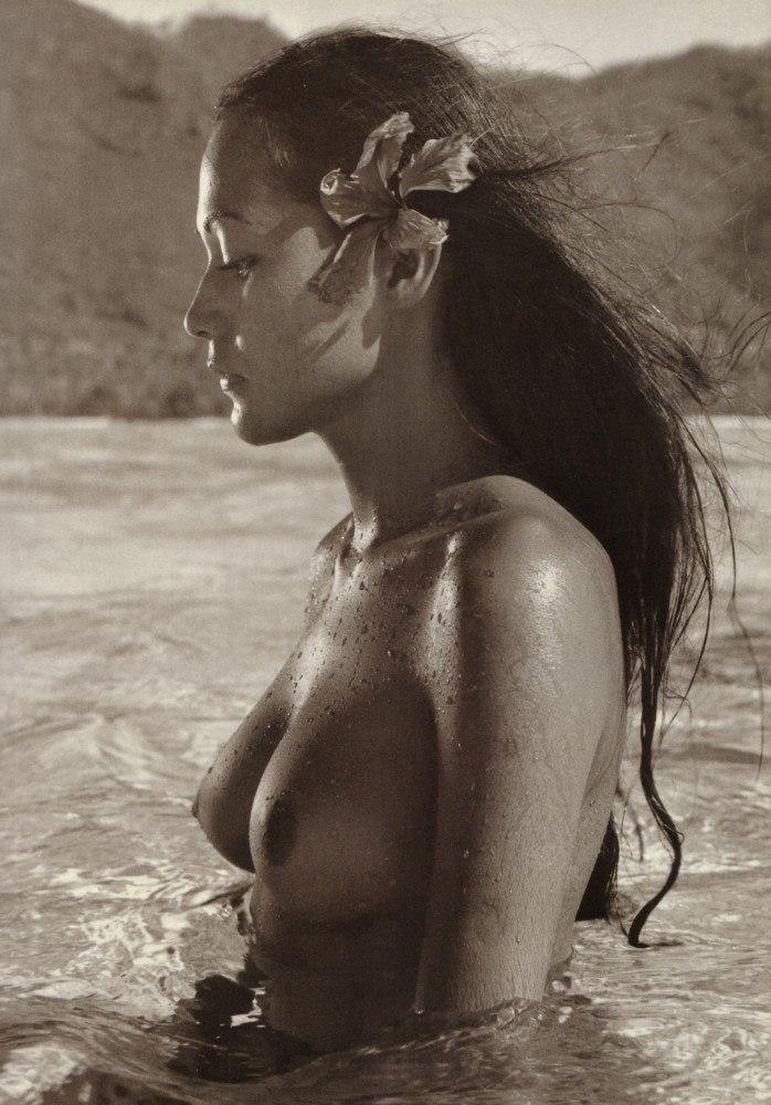 Tahiti girls nude