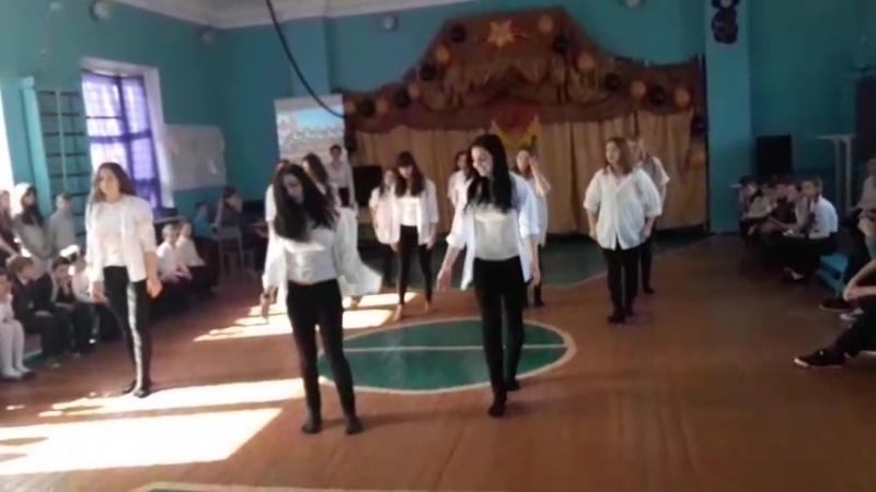 Выступление старшеклассников на празднике День защитника Отечества