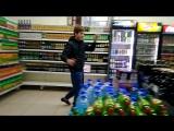 Миронов Андрей прыгает от радости, потому что ему дали немного денежек, для того, чтобы он купил себе чаек и мороженное, чтобы о